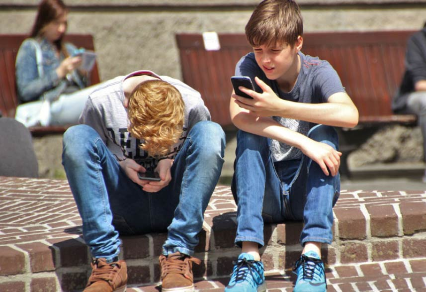 Too Much Social Media a Depression Risk for Teens