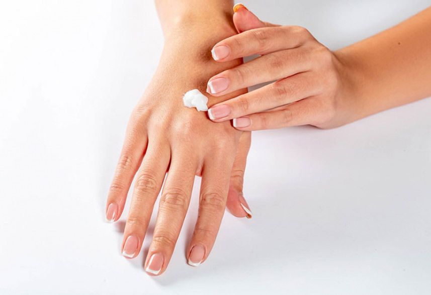 Sunscreen suitable for preventing aging skin